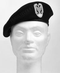 Puolalainen baretti, eeppisellä kokardilla, musta, ylijäämä
