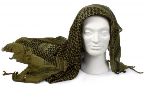 Shemagh-huivin sitominen kasvojen suojaksi