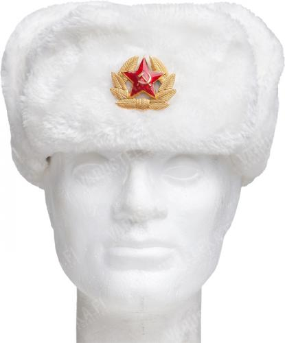 Venäläinen karvahattu neukkukokardilla, valkoinen