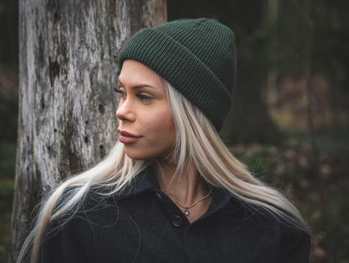 Hämeenlinnalainen kampaajamestari kehitti hiusnauhan oikeista hiuksista –