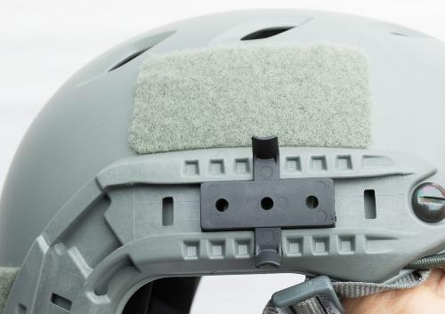 Ops-Core FAST Base Jump Military Helmet. WingLoc Adapter kiinni ARC-kiskossa.