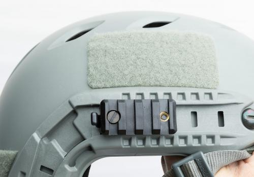 Ops-Core FAST Base Jump Military Helmet. Picatinny Adapter kiinni ARC kiskossa.